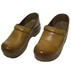 Dansko Professional Distressed Honey Brown Leather Clogs Faux Wood Bottoms 37